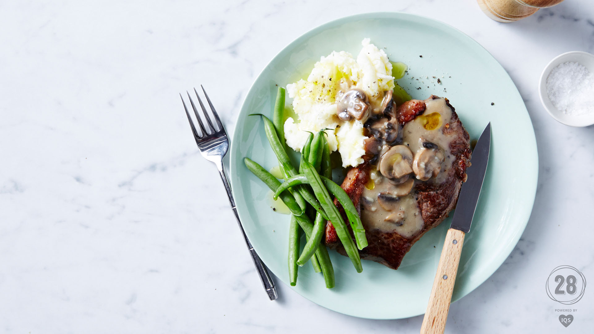 Steak with peppery mushroom sauce 1